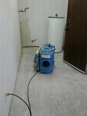 Water Heater Leak Restoration in Inner West Side TX by Complete Clean Water Extraction